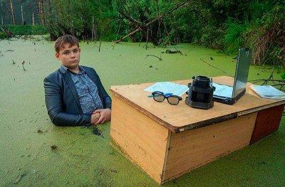 В болото влізти легко, а назад хоч воли впрягай...