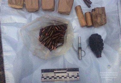 Полиция обнаружила автомобиль с арсеналом оружия в Никополе (ФОТО)