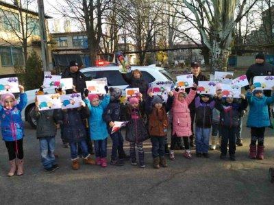 Нікопольським діткам у садочку поліцейські розповіли правила дорожнього руху (фото)