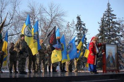 В Никополе торжественно открыли памятник Героям Украины