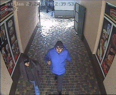 Внимание!!! Пропала собака. Заманили два мужчины. Посмотрите, может кто  узнает с камер видео наблюдения (фото, видео)