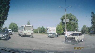 ДТП за мостом (видео)