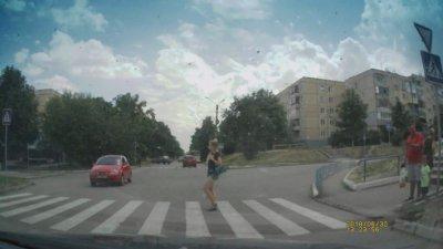 Вот что значит взаимоуважение водитель-пешеход (видео)