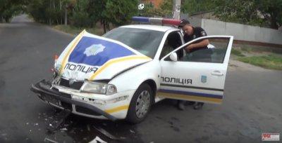 город Никополь пер. Херсонская - Шевченко : Областные полицейские протаранили автобус  (видео)