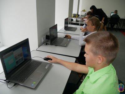 3D-принтер, лазерный станок и ноутбуки. В Покрове открылась современная школа роботехники